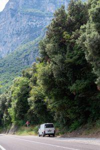 Paku tienvarressa Italiassa