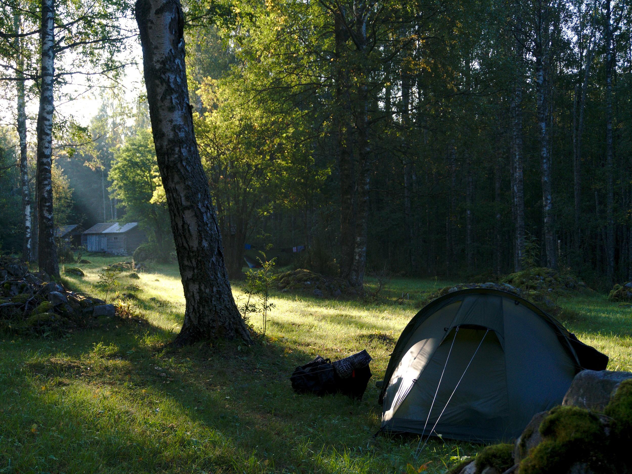 Ensimmäinen telttapaikka ja aamuaurinko