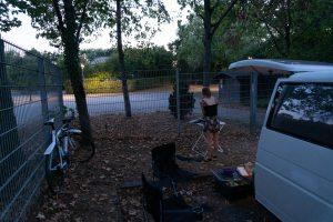 Toisen yön leiriytyminen ilmaisella parkkipaikalla