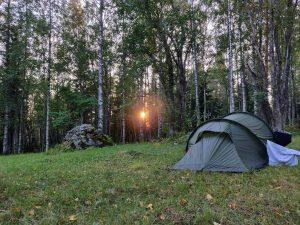 Teltta ja auringonlasku