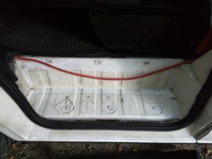 16mm2 kaapel kuljettajan puoleisen kynnyslistan alla
