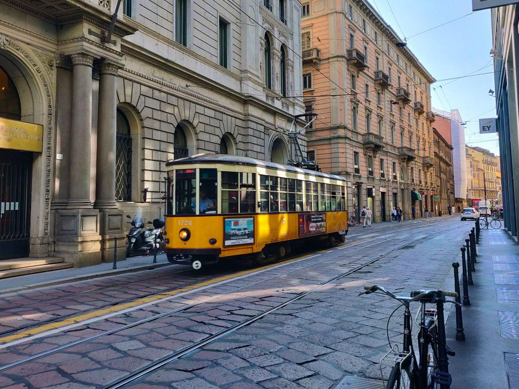 Milanon kadut ja ratikka