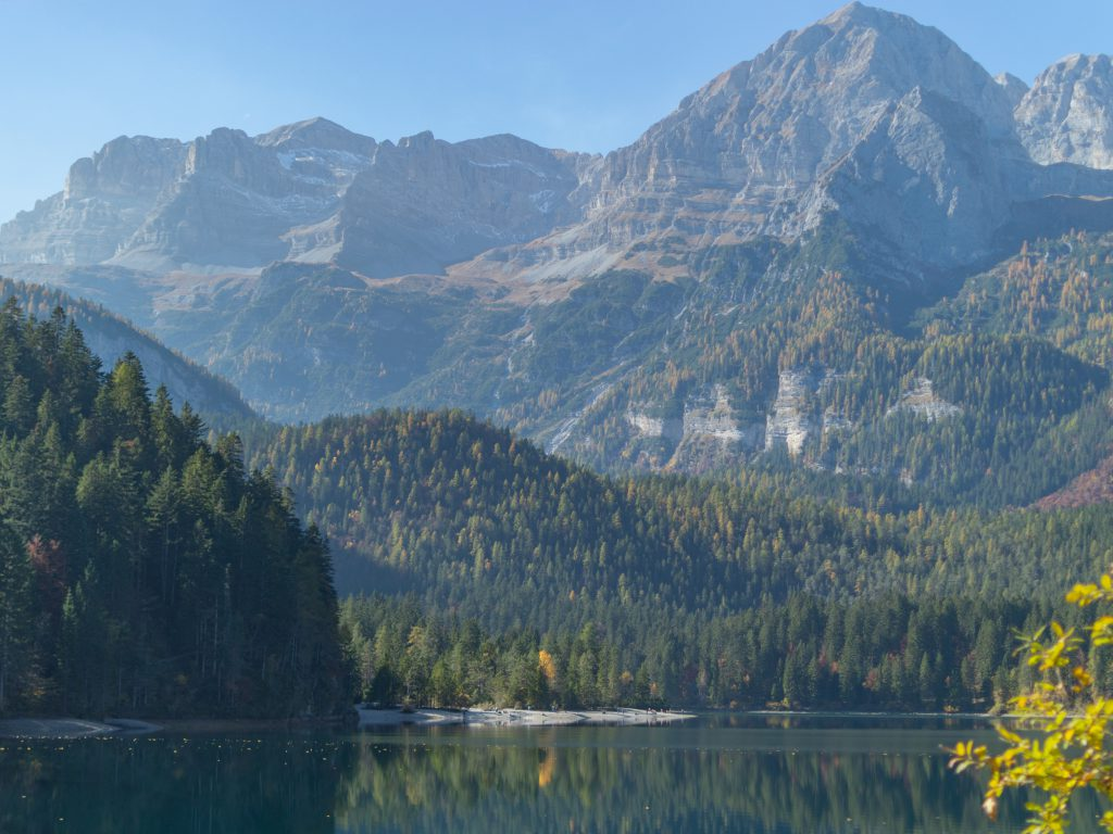 Lago di Tovel ja vuoret