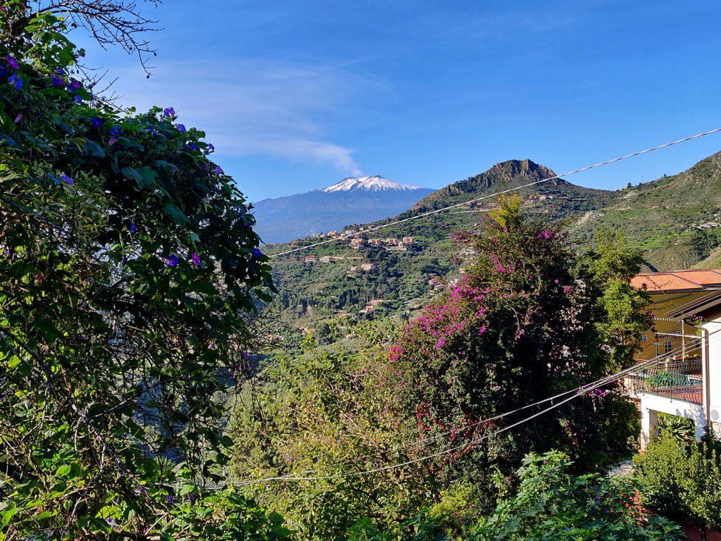 Etna kaukana