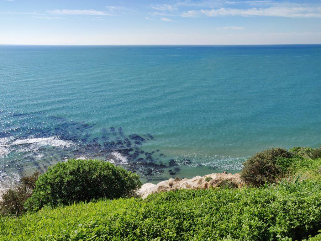 Sisilian vehreys ja turkoosi meri