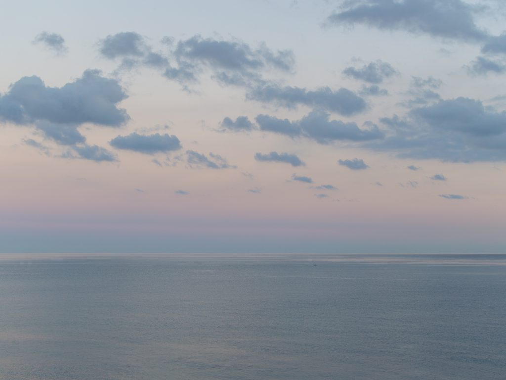 Auringonlasku ja meri