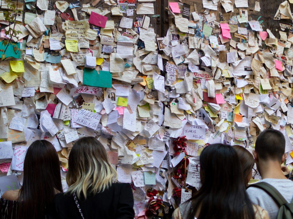Rakkauskirjeitä seinällä