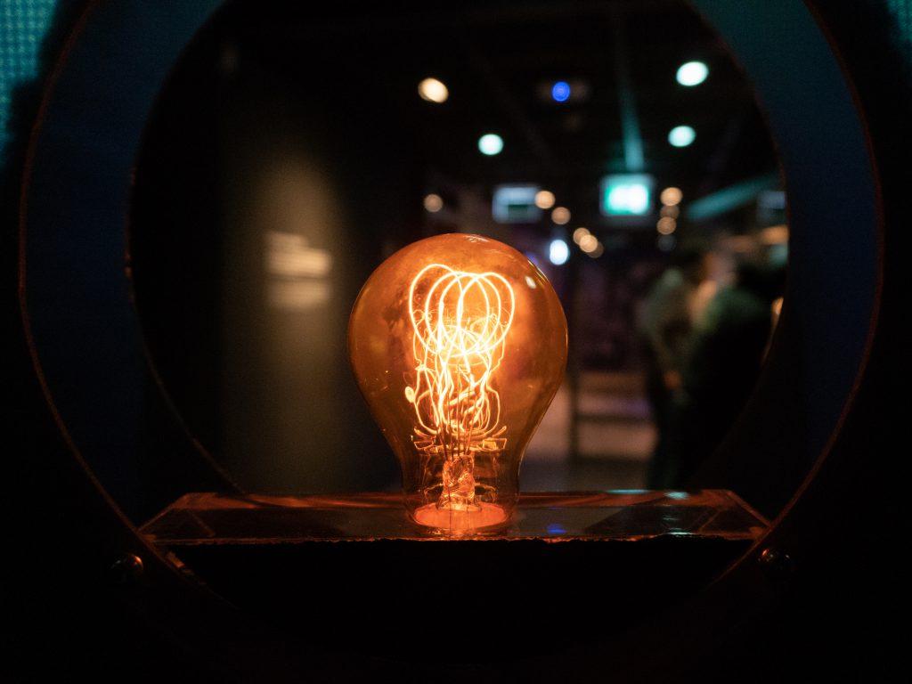 Philipsin ensimmäinen lamppumalli