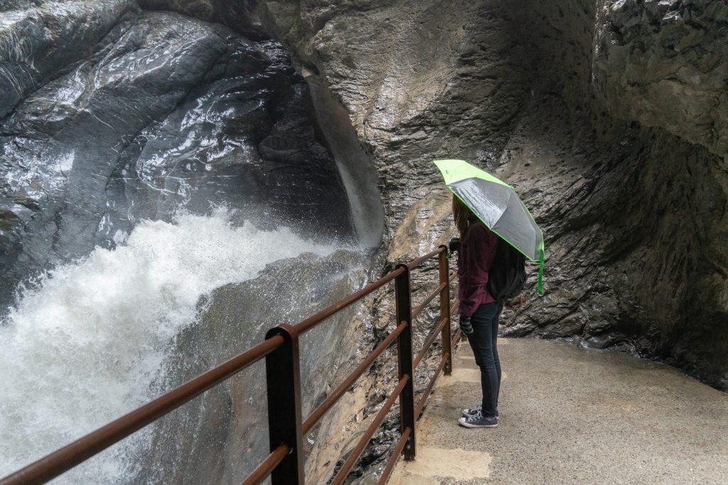 Trümmelbachfälle - maanalaiset vesiputoukset Lauterbrunnenissa