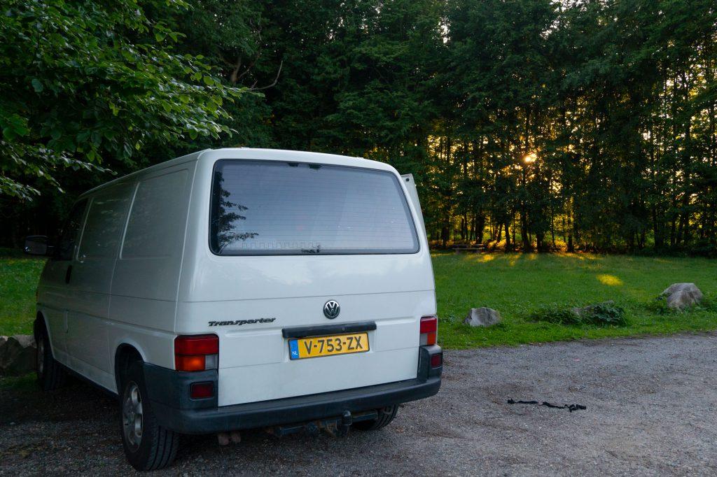 Auton rekisteröinti Alankomaihin voi olla hermoja raastava projekti, mutta lopulta mekin saimme keltaiset kilvet autoon