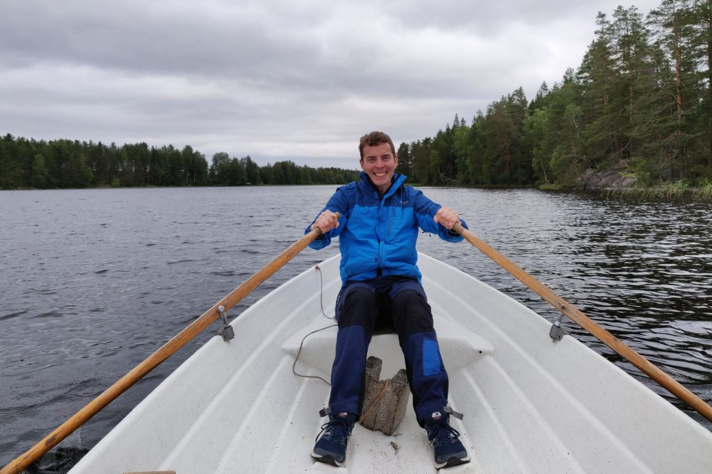 Matti soutamassa järvellä Keuruulla