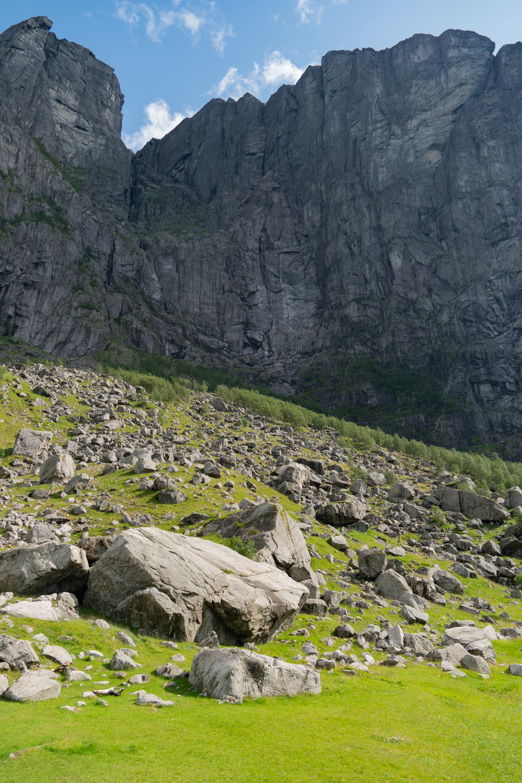 Kjeragin pystysuoria kallioita