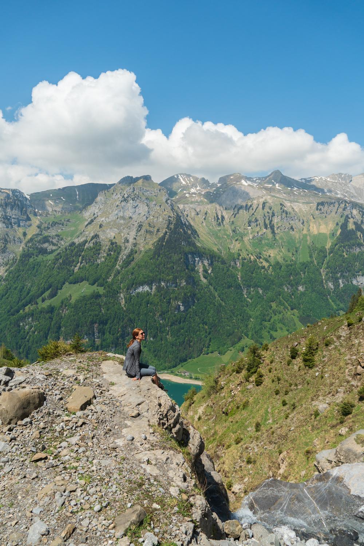 Maisemat Klöntalersee-järvelle