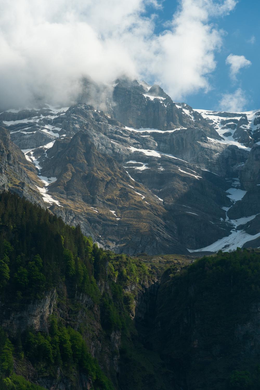 Päiväretki vuorille Sveitsissä