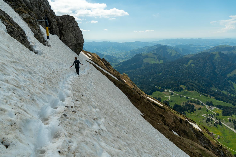 Pelottavia lumiylityksiä vuorilla