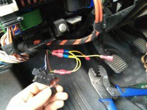 OBD portin johtimet haaroittimilla