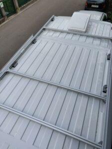 Puolivalmiit kattotelineet auton katolle