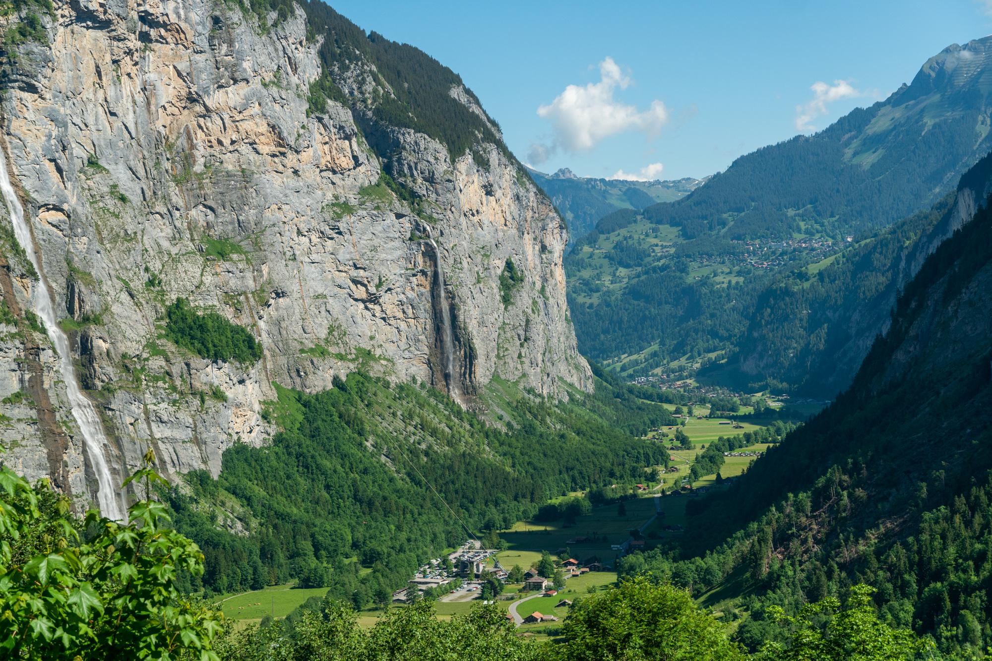 Lauterbrunnenin laakso Stechelbergistä päin