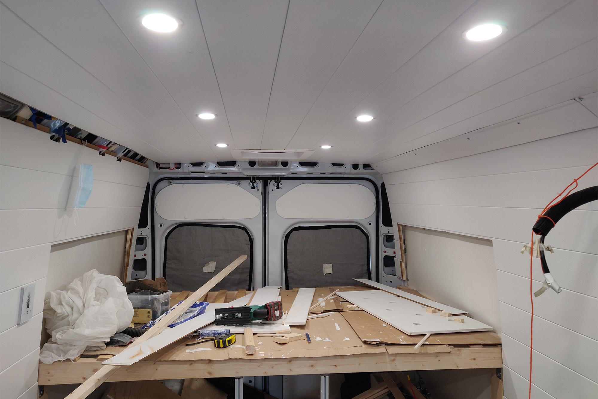 Valmiiksi paneloitu katto